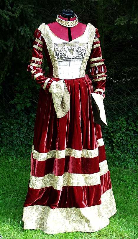 Finished gown – Naergi\'s Costuming Site